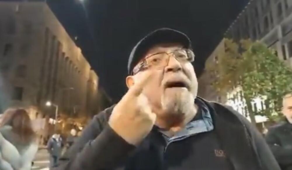 """ŠOK VIDEO KRUŽI TVITEROM, ANTIVAKSERI PREVAZIŠLI SEBE """"Doktor"""" se hvali da je imun na koronu jer u nos stavlja Pavlovićevu mast?!"""