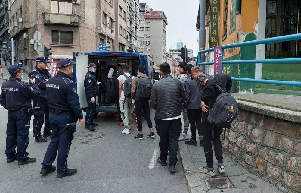 SPROVEDENI U PRIHVATNE CENTRE: Policija u Beogradu pronašla 91 ilegalnog migranta